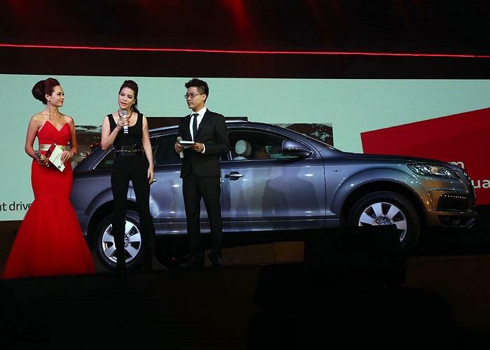 Tuần qua khởi đầu với chiếc SUV hạng sang Audi Q7 mới tậu của Trương Ngọc Ánh. Cùng với việc mua xe sang trị giá 3,3 tỷ đồng, người đẹp này cũng trở thành đại sứ thương hiệu của dòng xe này.