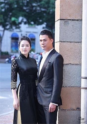 Lý Nhã Kỳ thực hiện bộ ảnh áo dài cùng Tạ Thiên Hoa quảng bá cho du lịch Việt Nam.