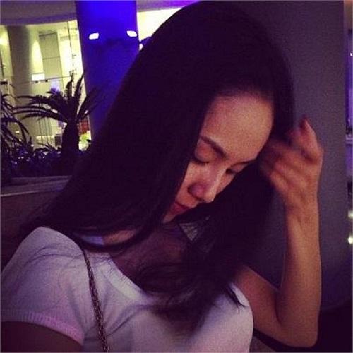 Phương Linh ngủ gật khi đợi hết giờ trà chanh chém gió để về nhà.