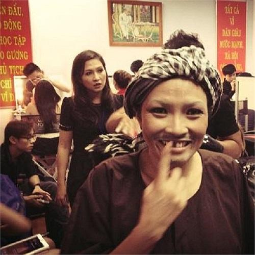 Phương Thanh và kỉ niệm hóa thân thành Hoài Linh trên sân khấu Gương mặt thân quen.