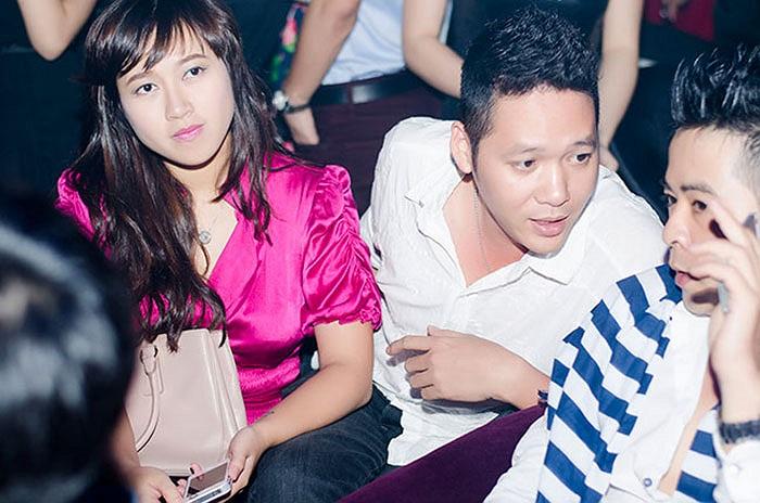 Khánh Linh cũng đến sự kiện cùng một chàng trai.