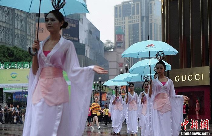 Đây là chiêu PR của một công ty du lịch tham gia hội chợ du lịch Trung Quốc lần thứ 3 tổ chức ở Trùng Khánh hôm 17/5
