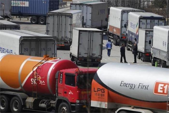 Hôm 3/4/2013 vừa qua, các xe tải Hàn Quốc quay lại khu hải quan, kiểm dịch và xuất nhập cảnh của Hàn Quốc do không được vào Kaesong, sau khi Triều Tiên ngăn đường vào khu công nghiệp liên Triều