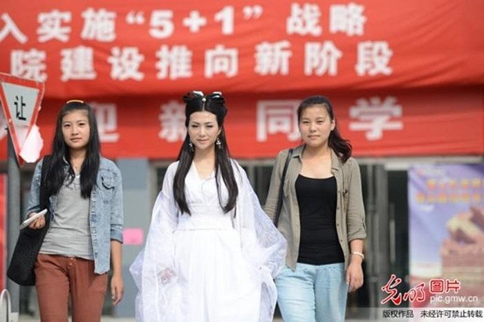 Nhiều người còn nói Trần Băng Băng hóa thành 'Tiêu Long Nữ' xinh chẳng kém Trần Nghiên Hy, Viên San San và Lý Băng Băng