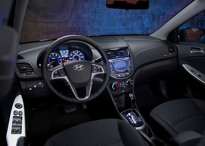 Xe sử dụng động cơ Gamma 1.4 lít cùng hộp số tự động 4 cấp có chế độ lái thể thao.