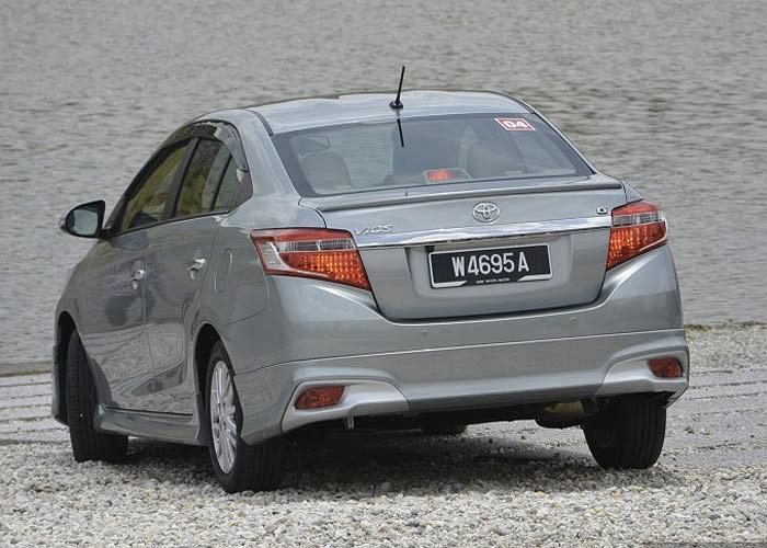 So với bản cũ, Toyota Vios 2013 hiện đại và cá tính hơn hẳn. Ngoại thất xe khá thể thao với lưới tản nhiệt kiểu mới, bộ đèn pha projector...