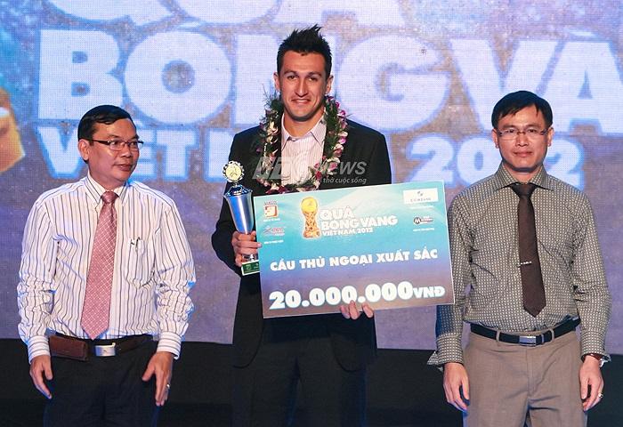 Tiền đạo Gaston Merlo của SHB Đà Nẵng giành danh hiệu Cầu thủ ngoại xuất sắc nhất.