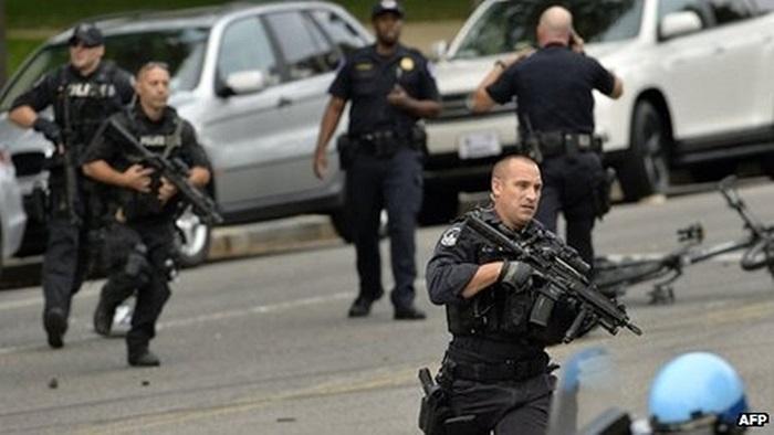 Cảnh sát trang bị vũ khí hạng nặng có mặt tại hiện trường