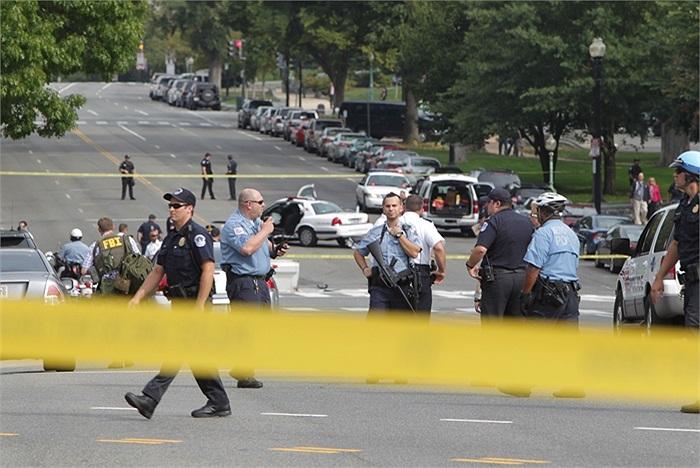 Cảnh sát Mỹ tại hiện trường gần tòa nhà Quốc hội