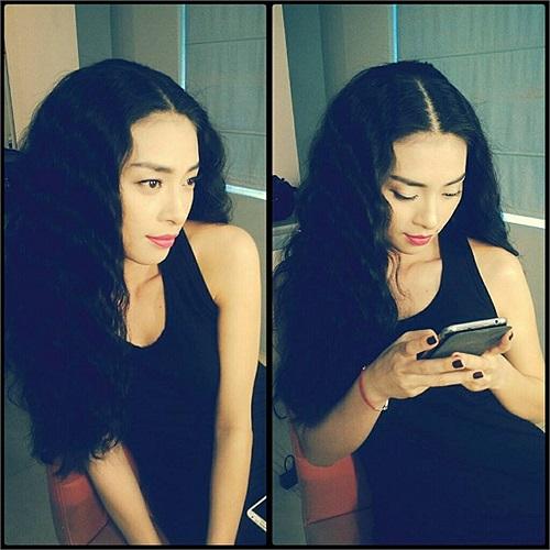 Ngô Thanh Vân tóc xù xinh đẹp.