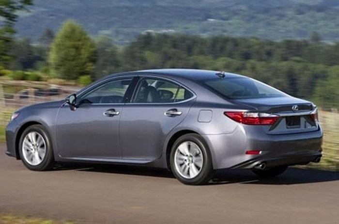 Lexus ES(Doanh số tiêu thụ: 16.801chiếc): Đây là dòng xe sedan cao cấp tầm trung của Toyota, ra đời năm 1989 và đã trải qua 6 thế hệ. Model mới nhất dựa trên nền tảng động cơ Toyota Avalon.
