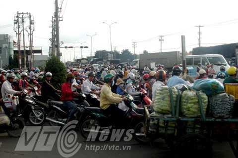 kẹt xe, ùn tắc, KCN Vĩnh Lộc, Q.Bình Tân, giành đường