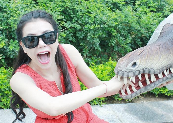 Những chú khủng long khiến Trà Ngọc Hằng cũng phải ngạc nhiên. Được biết, thành phố chi 3 tỷ để tổ chức ngày tết thiếu nhi cho trẻ em kỳ này.