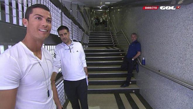 Ronaldo và Mourinho tạm biệt nhau trong đường hầm.