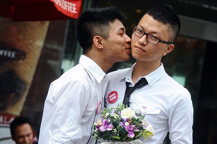 nhân ngày Quốc tế chống kỳ thị người đồng tính tại Hà Nội sáng 17/5.