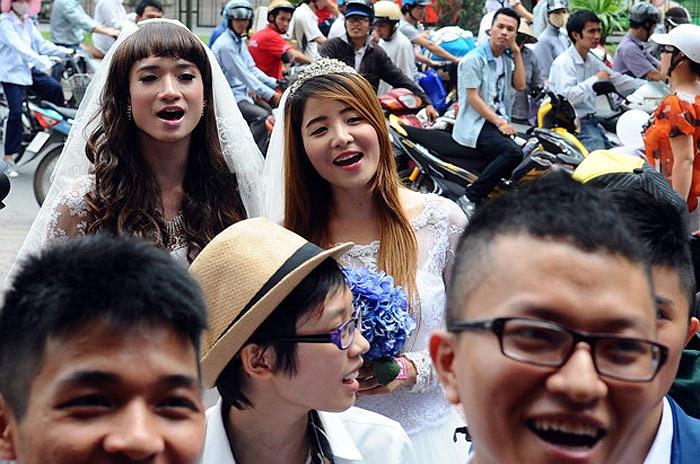 Những hình ảnh tại đám cưới đồng giới tập thể mang tên Yêu là cưới nhằm ủng hộ hôn nhân đồng giới tại Việt Nam.