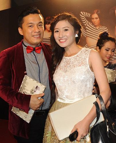 Lam Trường được một diễn viên trẻ đề nghị chụp ảnh cùng.