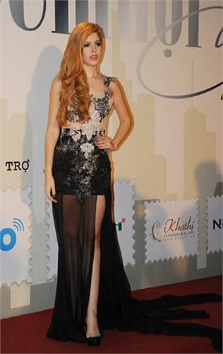 Mẫu gốc Tây Ban Nha - Andrea tham gia trình diễn thời trang trong chương trình.