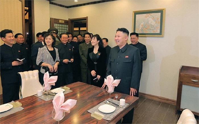 Vợ chồng ông Kim Jong-un đã tới tham quan trung tâm giải trí này hôm 29/4