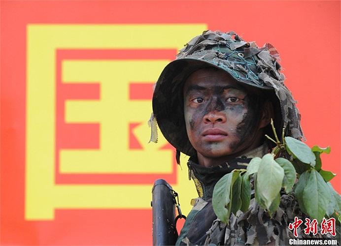 Lính bắn tỉa trong cuộc luyện tập ở quân khu Thành Đô, Trung Quốc hôm 22/5