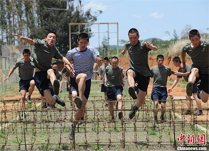 Bài tập thể lực của các binh lính tham gia tập luyện