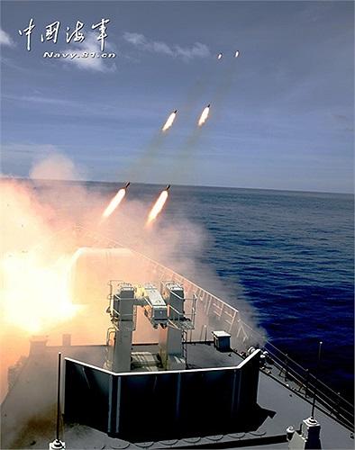 Tàu chiến của hải quân Trung Quốc phóng ngư lôi, tên lửa chống ngầm trong cuộc diễn tập tấn công tàu ngầm trên biển mới đây