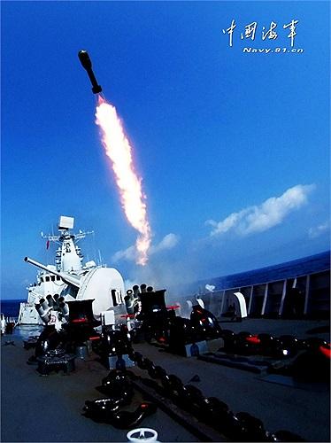 Tàu chiến Trung Quốc tập phóng tên lửa