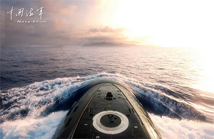 Tân Hoa Xã đăng hình ảnh tàu ngầm nước này nổi trên Biển Đông, tuy nhiên không nêu rõ vị trí cụ thể