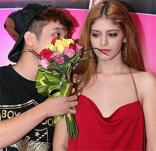 Andrea dịu dàng bên bạn trai YanBi.