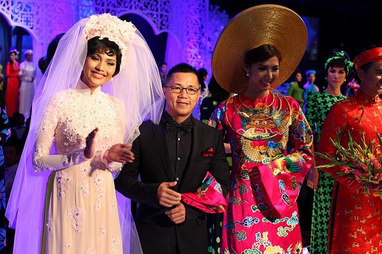 Cùng với Ngọc Quyên, Trương Thị May là vedette trong BST của nhà thiết kế Thơ Đinh.