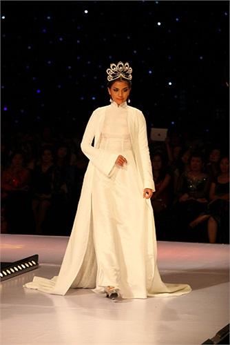 Xem thêm ảnh Trương Thị May tại đêm thời trang áo dài: