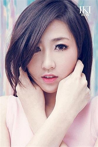 Á hậu Dương Tú Anh khoe vẻ đẹp căng tràn sức sống.