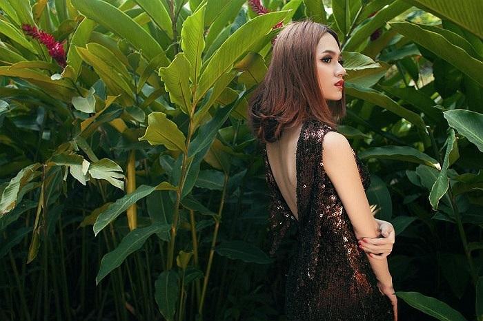 Hương Giang chuyển giới bí ẩn và quyến rũ trong một sản phẩm âm nhạc mới.