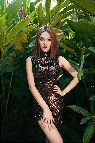 Trong số những người đẹp chuyển giới công khai trong showbiz Việt, có lẽ Hương Giang là người nhìn mềm mại nhất.