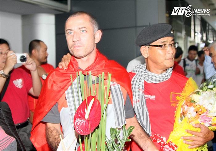 Và cũng như lần trở về từ giải U19 Đông Nam Á, thầy trò HLV Guillaume Graechen được chào đón nồng nhiệt.