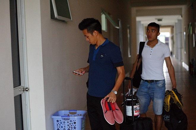 Sầm Ngọc Đức là 'lính mới' của U23 Việt Nam nên được đội trưởng Văn Quyết rất quan tâm.