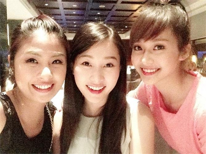 Hoa hậu Ngọc Hân, Thu Thảo và hotgirl Khả Ngân đọ sắc.