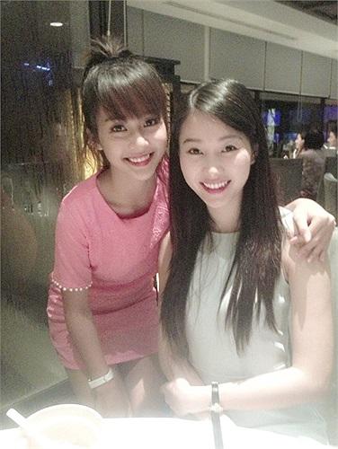 Hoa hậu Thu Thảo và hotgirl Khả Ngân, cả hai đều xinh đẹp và ngọt ngào.