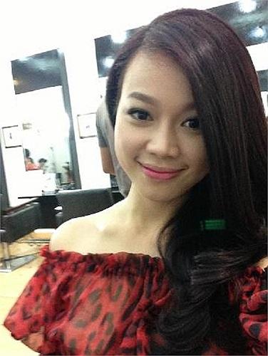 Người đẹp Trương Tùng Lan khoe tóc mới.
