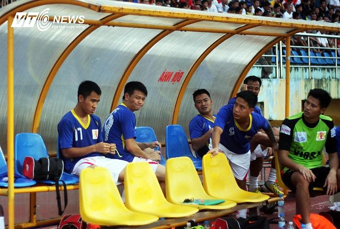 Văn Quyến vui cho đội vì đã trụ hạng và vẫn còn hy vọng cho riêng mình ở trận chung kết Cup Quốc gia, sân chơi mà anh được coi là thần may mắn của V.Ninh Bình.