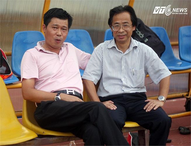 V.Ninh Bình rơi vào cuộc chiến trụ hạng là điều khiến nhiều người bất ngờ. Cả ông Trung cũng vậy, và ông hy vọng, đội bóng của bầu Trường sẽ vượt qua thời điểm khó khăn này.