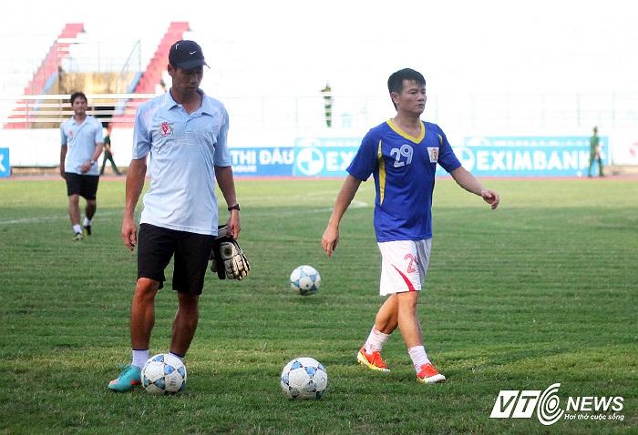 Ở mùa giải này, số trận được ra sân của Văn Quyến chỉ đếm trên đầu ngón tay nhưng có thời điểm anh được vào sân liên tục và thực sự để lại những ấn tượng.