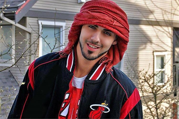 Trên mạng hiện có 2 Facebook mang tên anh chàng này. Mỗi facebook đều có 20-30 ngàn người like