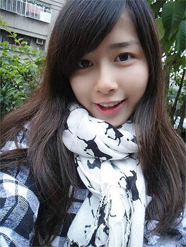 Sau khi nổi tiếng trên cộng đồng mạng, Mộ Dung được mời làm người mẫu thời trang độc quyền cho một số thương hiệu thời trang tuổi teen tại Đài Loan.