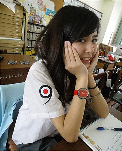 Từ nhỏ Mộ Dung đã rất thích vẽ tranh vì vậy cô đã thi vào khoa thiết kế của ĐH Trung Nguyên để thỏa mãn ước mơ của mình