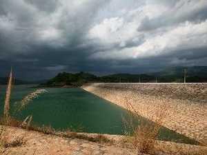 Nhiệt độ mùa hè tăng cao khiến mực nước tại các hộ chứa xuống thấp