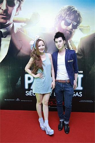 Tối qua, Việt Nga đi cùng một người bạn đến lễ ra mắt The Hangover 3.