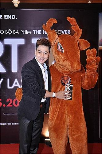 Ca sĩ, diễn viên Tùng Lâm cũng là một cái tên đáng chú ý trong buổi công chiếu tối qua.