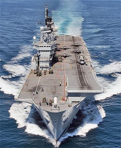 Con tàu khi còn phục vụ tại Iraq năm 2003