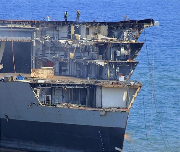 Con tàu đã ngừng hoạt đậu sau chính sách cắt giảm ngân sách quốc phòng năm 2010 của Anh